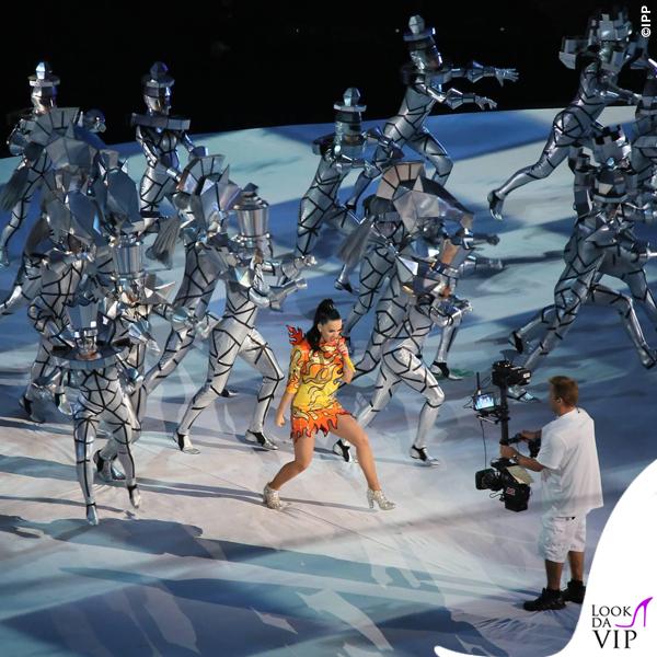 Katy Perry Super Bowl 2015 costumi Moschino by Jeremy Scott 3