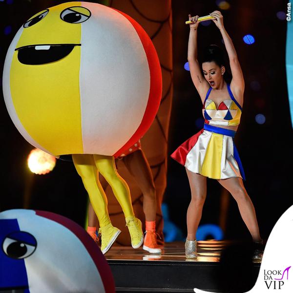 Katy Perry Super Bowl 2015 costumi Moschino by Jeremy Scott 7