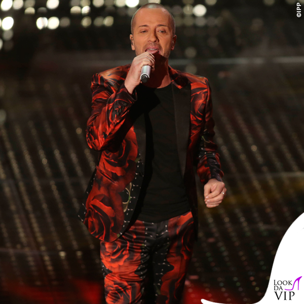 Sanremo 2015 3 serata Raf abito rose John Richmond