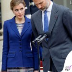 Regina di Spagna Letizia Ortiz visita Francia abito clutch Felipe Varela scarpe Magrit 2