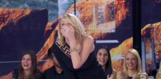 Alessia Marcuzzi abito Versace Isola dei Famosi 2015