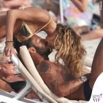 Formentera Fabrizio Corona Belen Rodriguez bikini marrone giallo 2