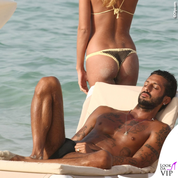 Formentera Fabrizio Corona Belen Rodriguez bikini marrone giallo