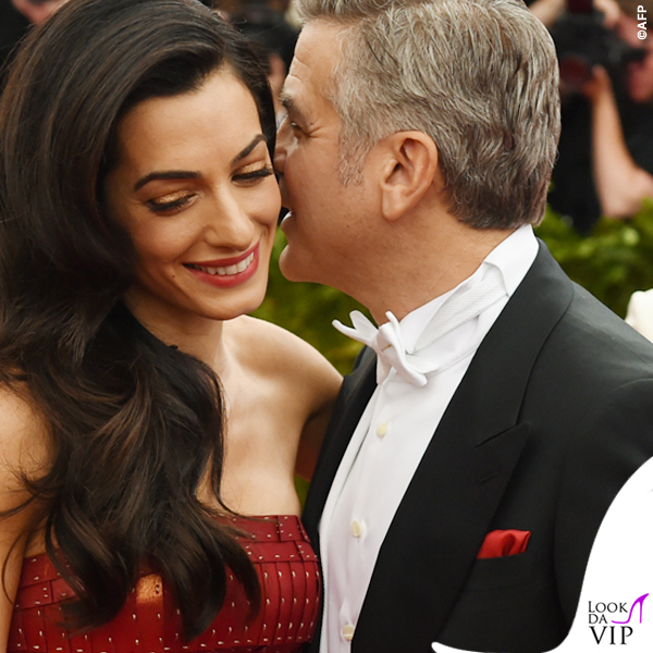 Met Gala 2015 Amal Alamuddin abito Martin Margiela by John Galliano George Clooney total Armani 2