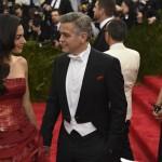 Met Gala 2015 Amal Alamuddin abito Martin Margiela by John Galliano George Clooney total Armani 6