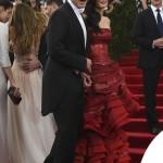 Met Gala 2015 Amal Alamuddin abito Martin Margiela by John Galliano George Clooney total Armani 8