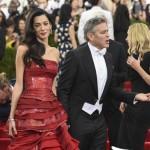 Met Gala 2015 Amal Alamuddin abito Martin Margiela by John Galliano George Clooney total Armani 9
