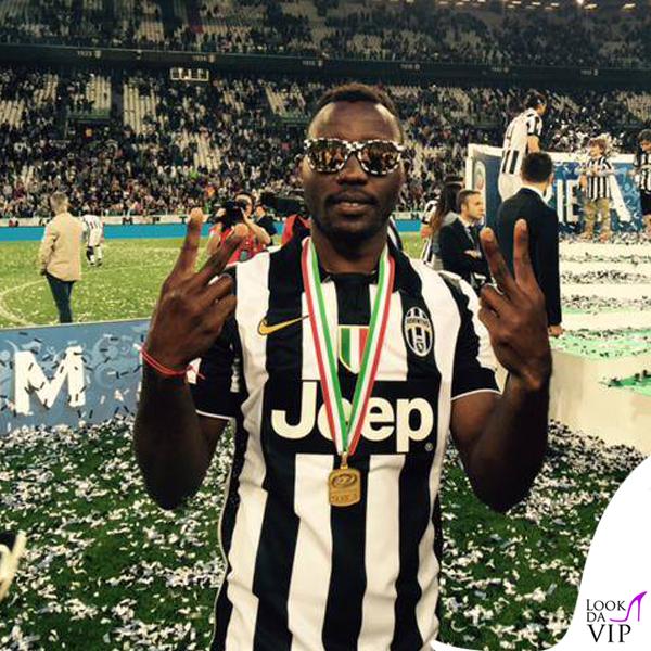 Patrice Evra Juventus-Napoli occhiali Italia Independent tribute to Juventus