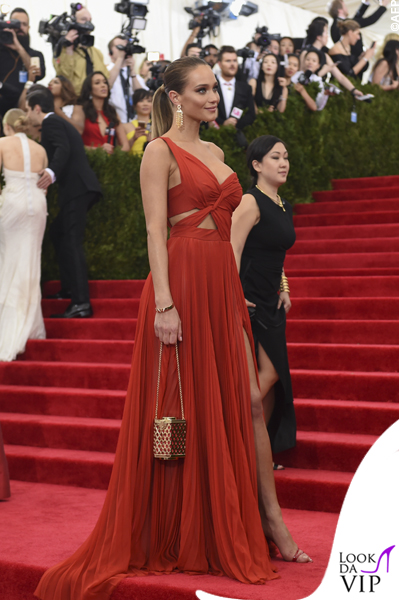 met gala Jennifer Lopez Beyoncé Sofia Vergara Selena Gomez Rihanna Lady Gaga Miley Cyrus (47)