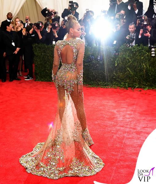 met gala Jennifer Lopez Beyoncé Sofia Vergara Selena Gomez Rihanna Lady Gaga Miley Cyrus (74)