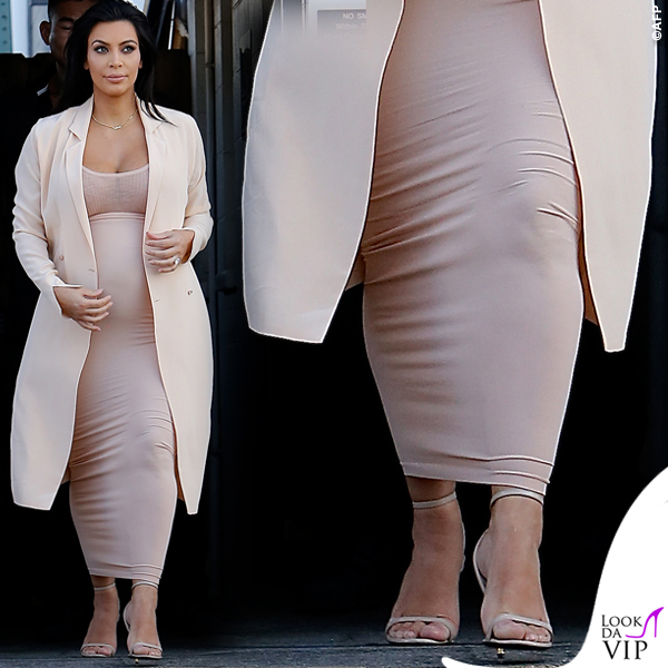 3086cb16e459 Kim Kardashian abito premaman - Look da Vip