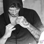 Stefano De Martino felpa Fred Mello tatuaggio SUI GENERIS