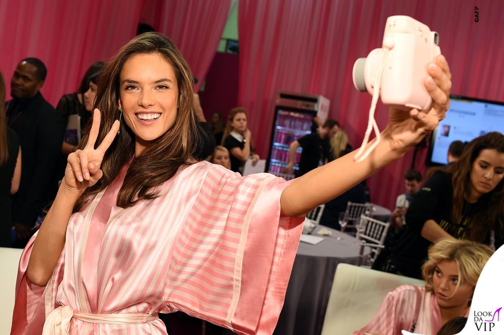 Victoria's Secrets Fashion Show backstage Alessandra Ambrosio 3