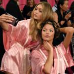 Victoria's Secrets Fashion Show backstage Gigi Hadid e Martha Hunt 2