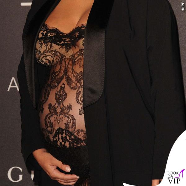 Kim Kardashian evento LACMA top pantaloni vestaglia Givenchy