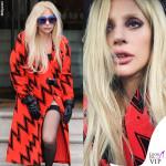 Lady Gaga, una saetta in autoreggente