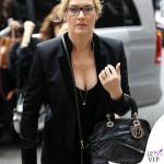 Kate Winslet giacca The Kooples stivaletti Isabel Marant borsa Christian Dior 2