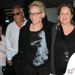 Sharon Stone tshirt Haute Hippie sneakers Pierre Hardy borsa Gucci valigia Louis Vuitton 2