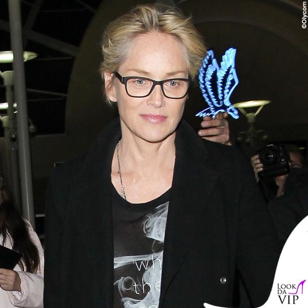 Sharon Stone tshirt Haute Hippie sneakers Pierre Hardy borsa Gucci valigia Louis Vuitton 3