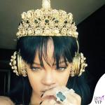 Rihanna, una regina nuda con le cuffie