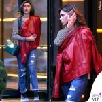 Belen Rodriguez chiodo rosso borsa Valentino scarpe Nike