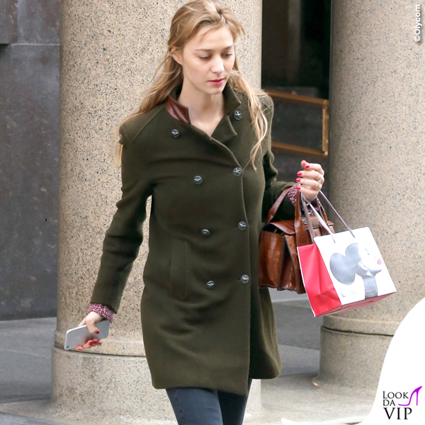 Beatrice Borromeo cappotto verde scarpe Converse All Star 5