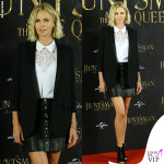 Charlize Theron camicia Stella McCartney giacca Saint Laurent scarpe Tabitha Simmons