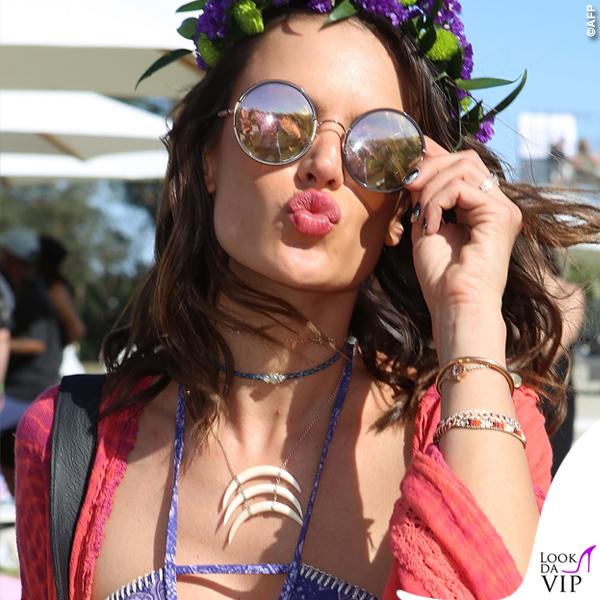 Alessandra Ambrosio Coachella bikini Ambrosio shorts Re Done kimono Jens Pirate Booty sandali Weitzman 4