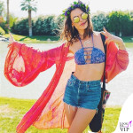 Alessandra Ambrosio Coachella bikini Ambrosio shorts Re Done kimono Jens Pirate Booty sandali Weitzman 8