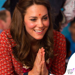 Kate Middleton India abito Glamorous ballerine Russell and Bromley orecchini Accessorize 5