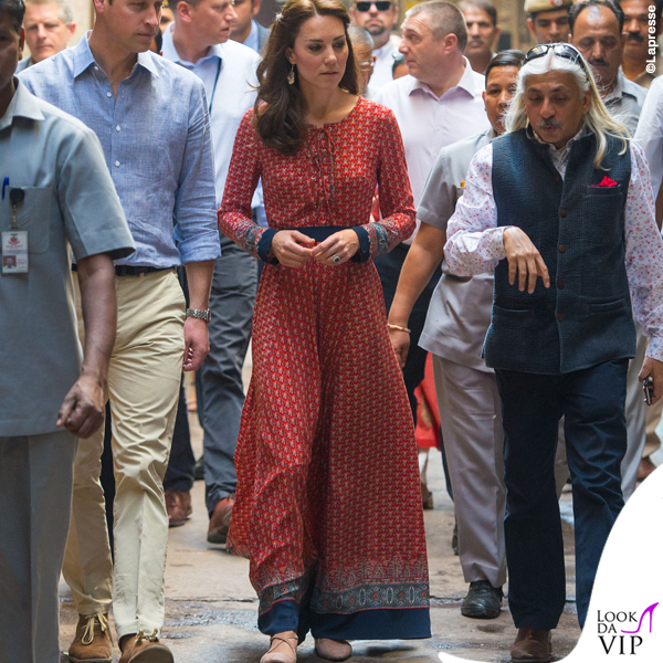 Kate Middleton India abito Glamorous ballerine Russell and Bromley orecchini Accessorize