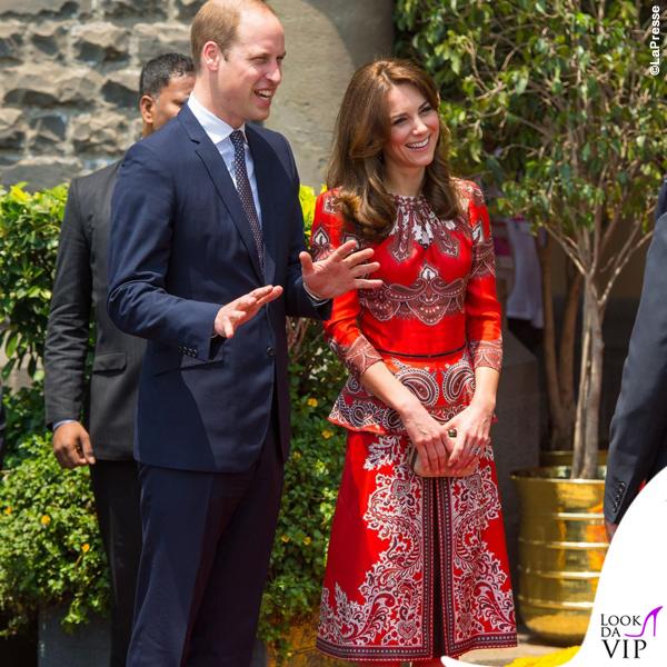 Kate Middleton India primo giorno abito Alexander McQueen pump LK Bennett clutch Russell & Bromley orecchini Cassandra Goad 2