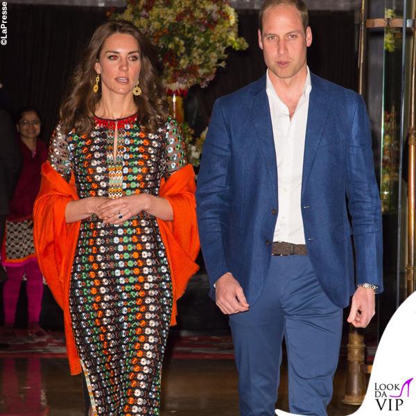 Kate Middleton India quinto giorno abito Tory Burch sciarpa Pickett London sandali Gianvito Rossi orecchini Brora