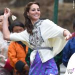 Kate Middleton India quinto giorno camicia Paul & Joe pump LK Bennett orecchini Kiki McDonough