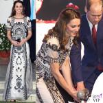 Kate Middleton India secondo giorno top gonnaTemperley London sandali Gianvito Rossi clutch Prada 2