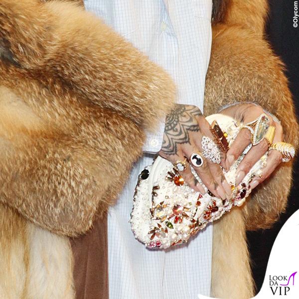 Rihanna total Miu Miu clutch Dolce&Gabbana mollette Fallon collana Le Vian 4