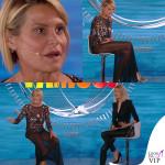 Simona Ventura settima puntata Isola dei Famosi abito Elisabetta Franchi sandali Christian Louboutin 10