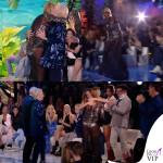 Simona Ventura settima puntata Isola dei Famosi abito Elisabetta Franchi sandali Christian Louboutin 3