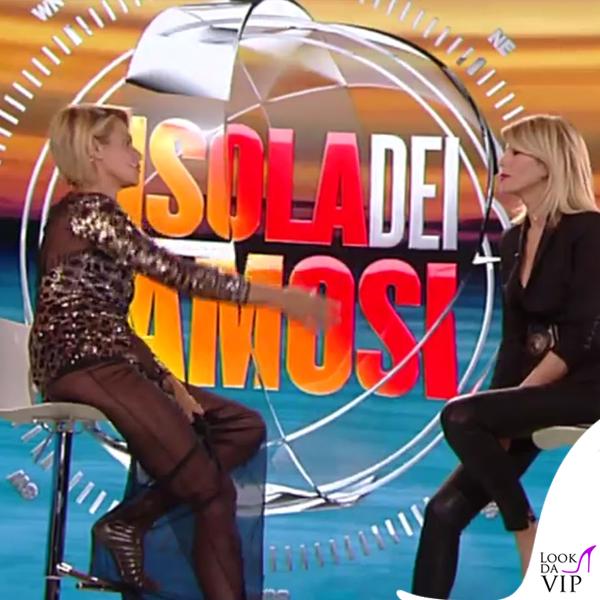 Simona Ventura settima puntata Isola dei Famosi abito Elisabetta Franchi sandali Christian Louboutin 9
