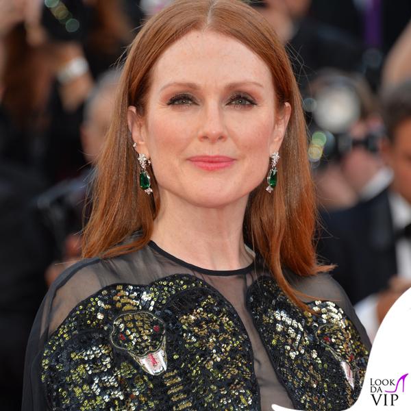 Julianne Moore abito Givenchy orecchini anello Chopard
