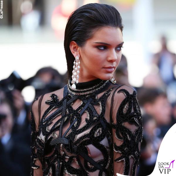 Kendall Jenner abito Roberto Cavalli gioielli Chopard