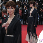 Cannes, il pudore di Paz Vega sul red carpet