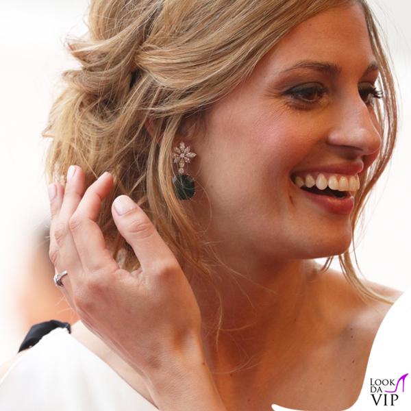 Sveva Alviti abito Escada orecchini anello Chopard