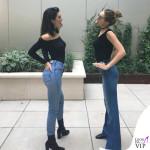 Kendall Jenner e Gigi Hadid top HM jeans ReDone stivali Kenneth Cole borsa Givenchy occhiali Elizabeth and James 2