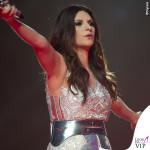 Laura Pausini Pausinistadi tour abito argento Byblos scarpe Nando Muzi 2