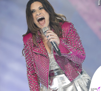 Laura Pausini Pausinistadi tour abito argento chiodo Byblos scarpe Nando Muzi