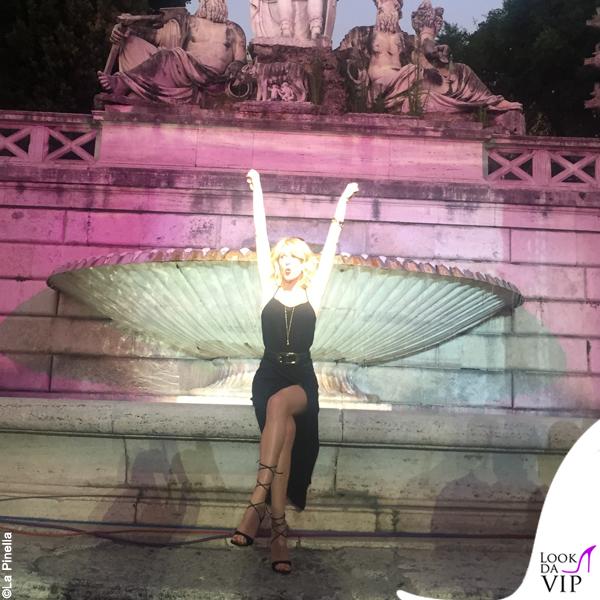 Alessia Marcuzzi Coca Cola Summer Festival canotta Topshop, sandali Gianvito Rossi, cintura Michael Kors 10