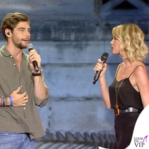 Alessia Marcuzzi Coca Cola Summer Festival canotta Topshop, sandali Gianvito Rossi, cintura Michael Kors 8