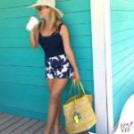 Reese Witherspoon body Karla Colletto shorts borsa Draper Jamens infradito Loeffler Randall occhiali Ray-Ban
