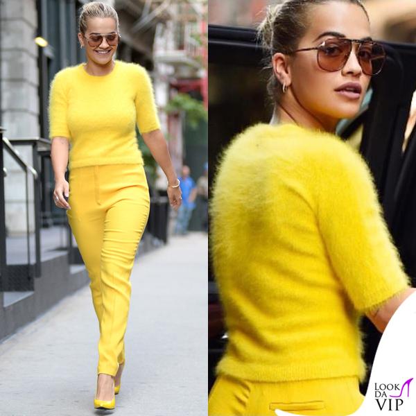 Rita Ora maglia e pantaloni Escada